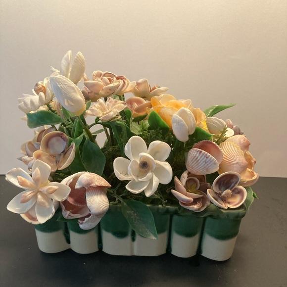 Vintage Other - Vintage seashells floral display
